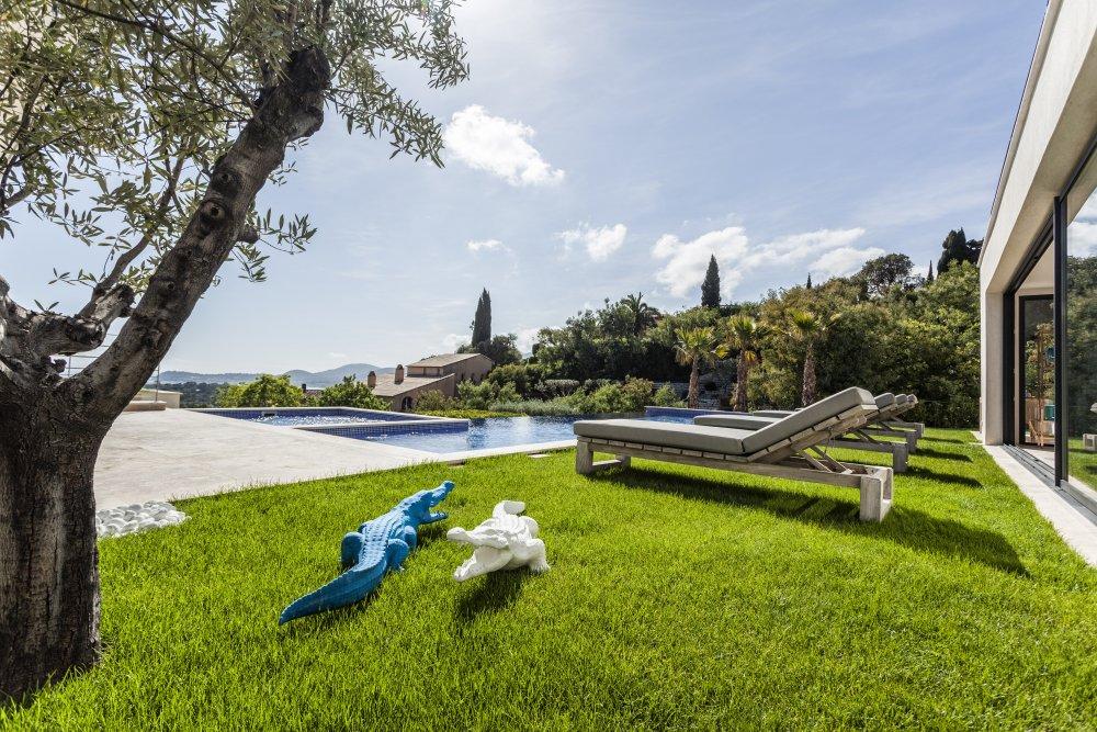 stor luksus villa til leie ved saint tropez. Black Bedroom Furniture Sets. Home Design Ideas